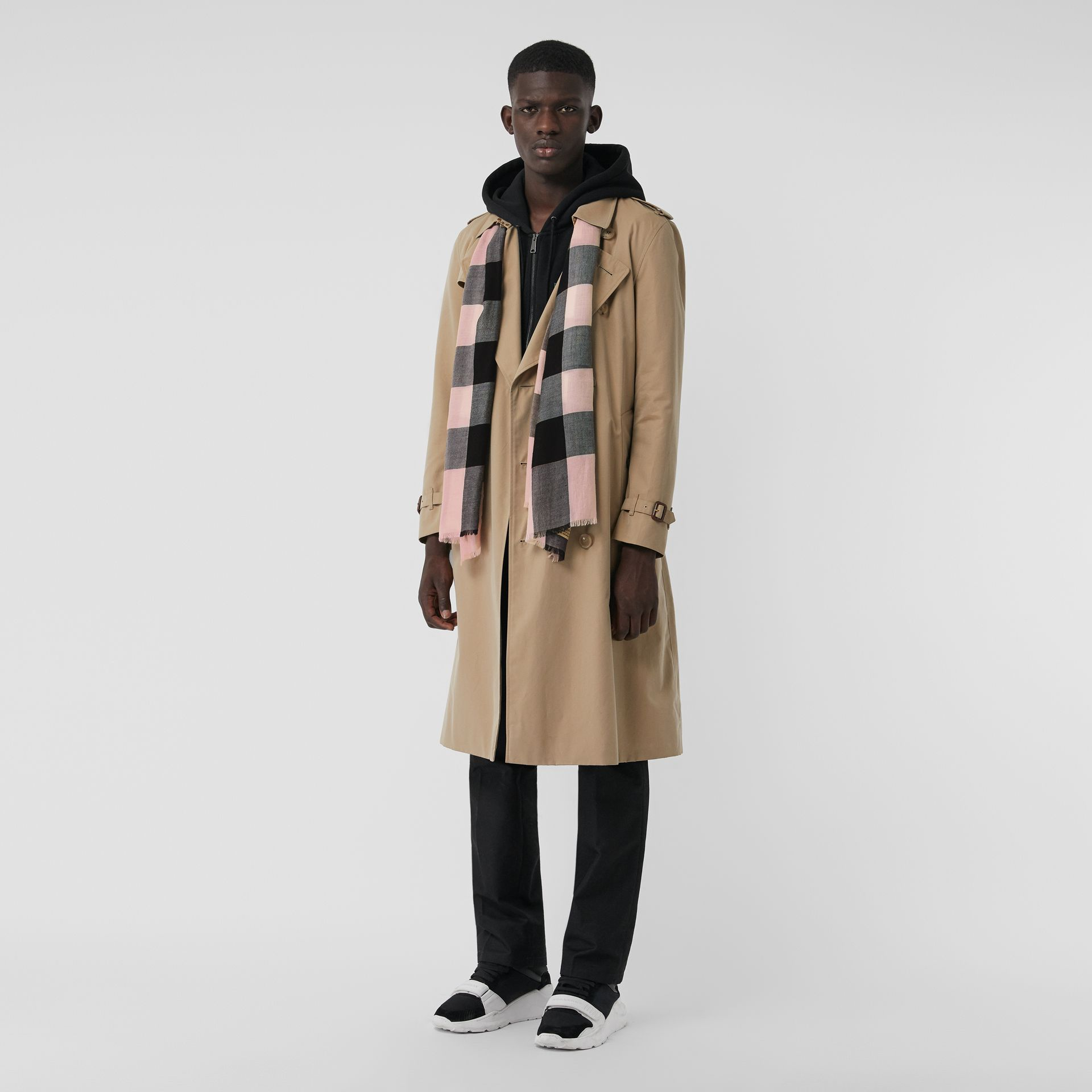 The Lightweight Check Cashmere Scarf in Ash Rose | Burberry United Kingdom - gallery image 3