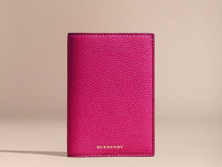 Grainy Leather Passport Holder in Brilliant Fuchsia - Women | Burberry - cell image 4