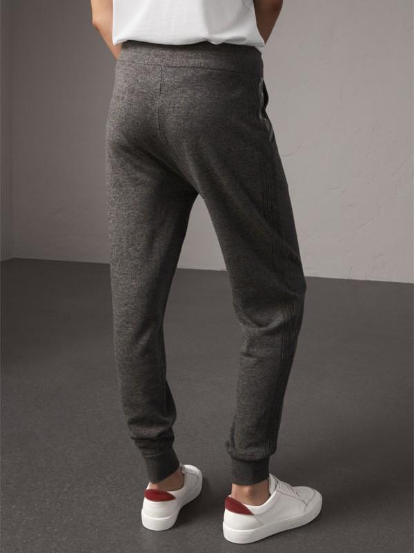 Calças esportivas de lã e cashmere com detalhe xadrez (Cinza Médio Mesclado) - Mulheres | Burberry - cell image 2