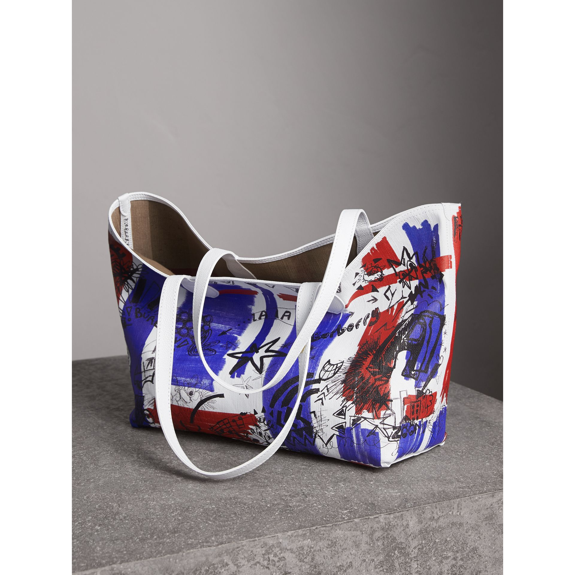 The Medium Doodle Tote in wendbarem Design (Weiss) | Burberry - Galerie-Bild 6