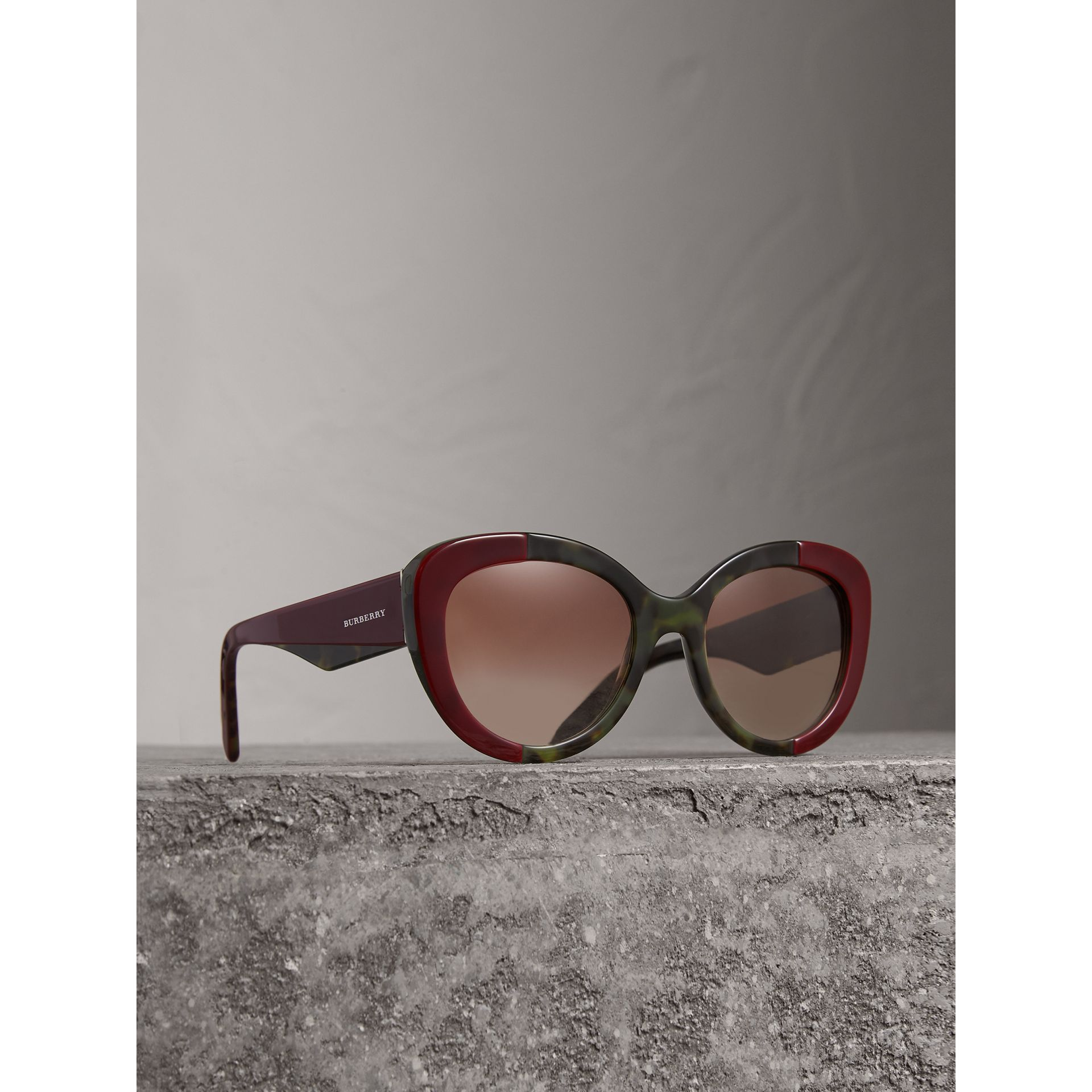 Round Frame Sunglasses in Burgundy - Women | Burberry United Kingdom - gallery image 0