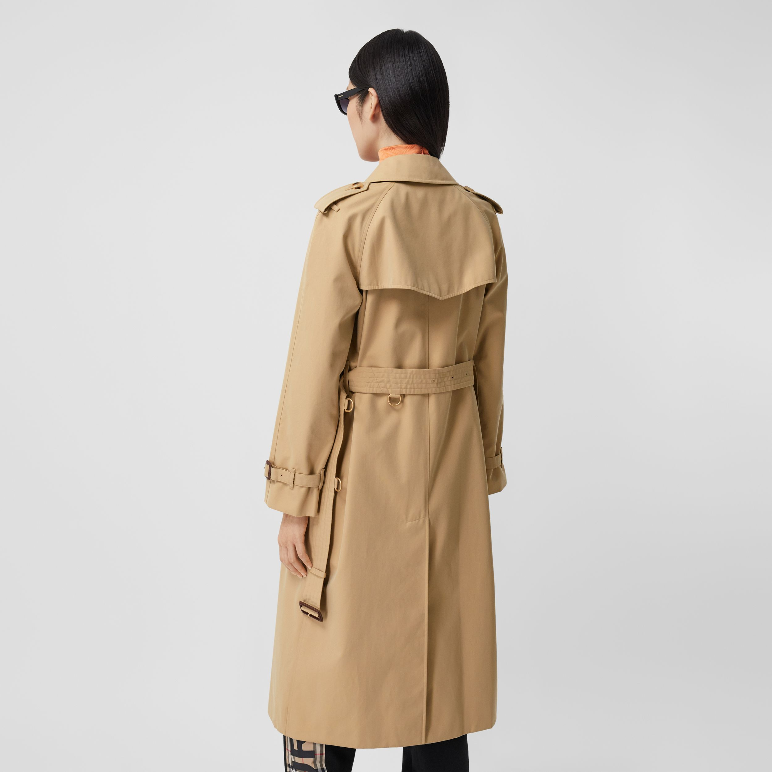 The Long Waterloo Heritage Trench Coat in Honey - Women | Burberry - 3