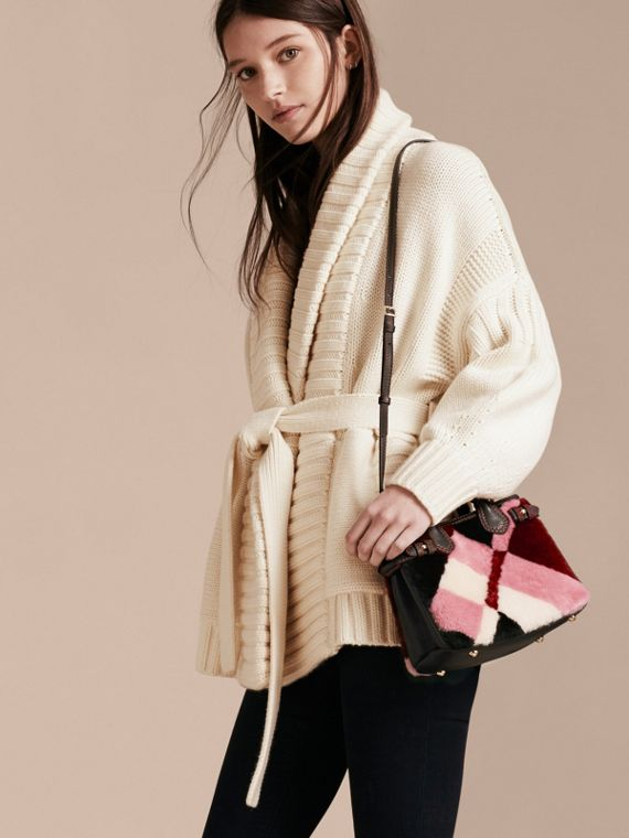 Sac The Baby Banner en cuir et shearling en patchwork façon check (Rose) - Femme | Burberry - cell image 2