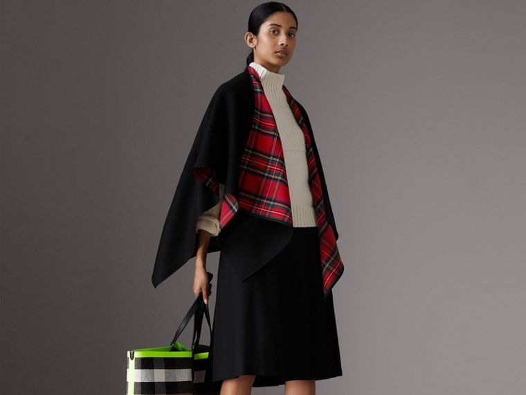 Reversible Cropped Tartan Wool Poncho in Black | Burberry - cell image 4