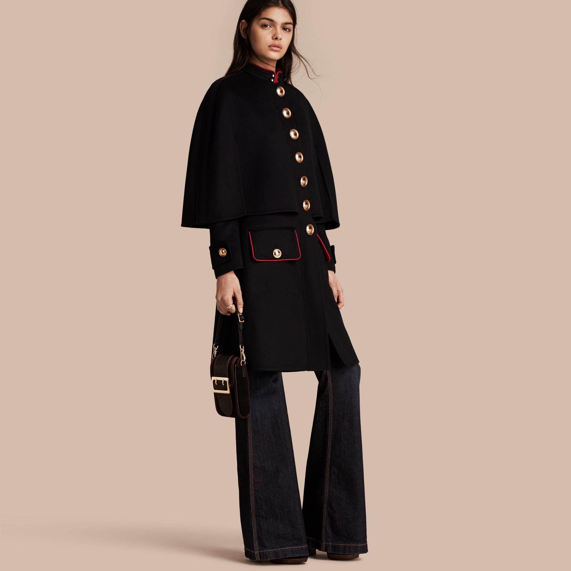 Черный Пальто с пелериной из кашемира в стиле милитари - изображение 1