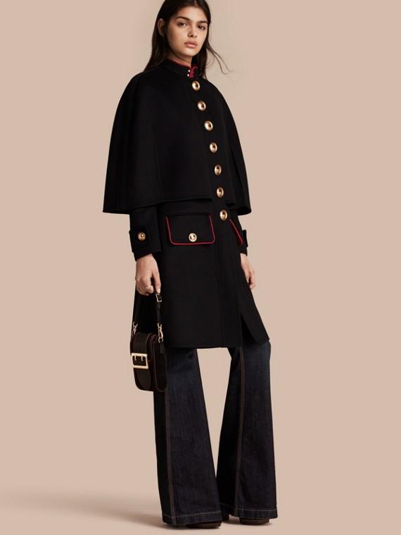 Manteau cape en cachemire et laine avec détails militaires