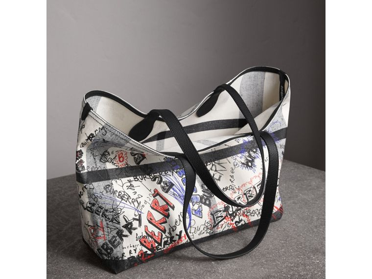 The Medium Doodle Tote in wendbarem Design (Weiss/schwarz) | Burberry - cell image 4