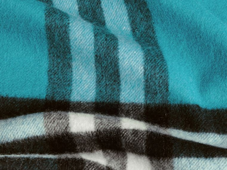 Dark aqua The Classic Cashmere Scarf in Check Dark Aqua - cell image 4