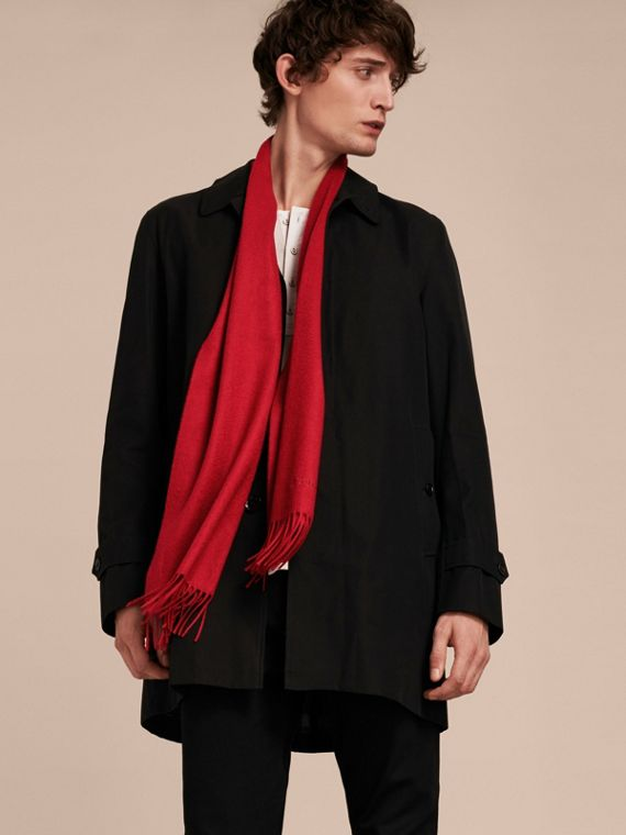 The Classic Cashmere Scarf in Parade Red - cell image 3