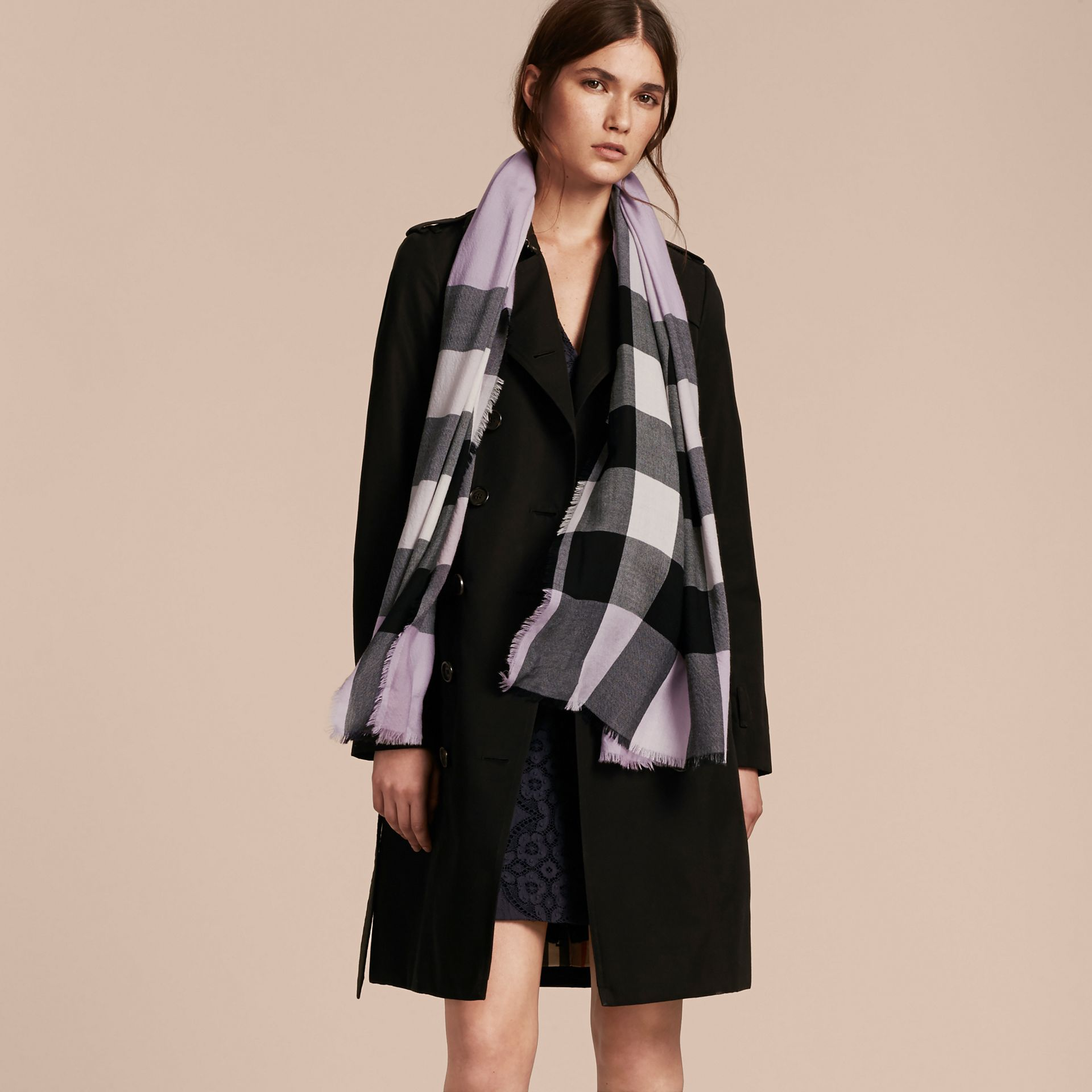 The Lightweight Cashmere Scarf in Check Dusty Lilac - gallery image 3