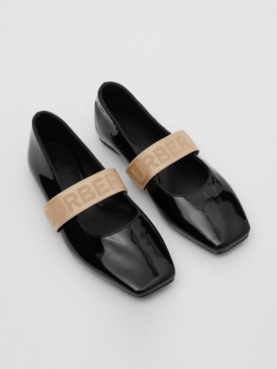 Chaussures plates en cuir verni avec logo (Noir)