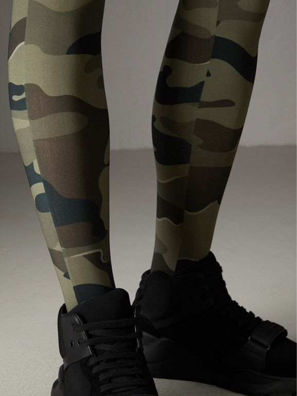 Leggings stretch com estampa camuflada (Verde Ardósia) | Burberry - cell image 1