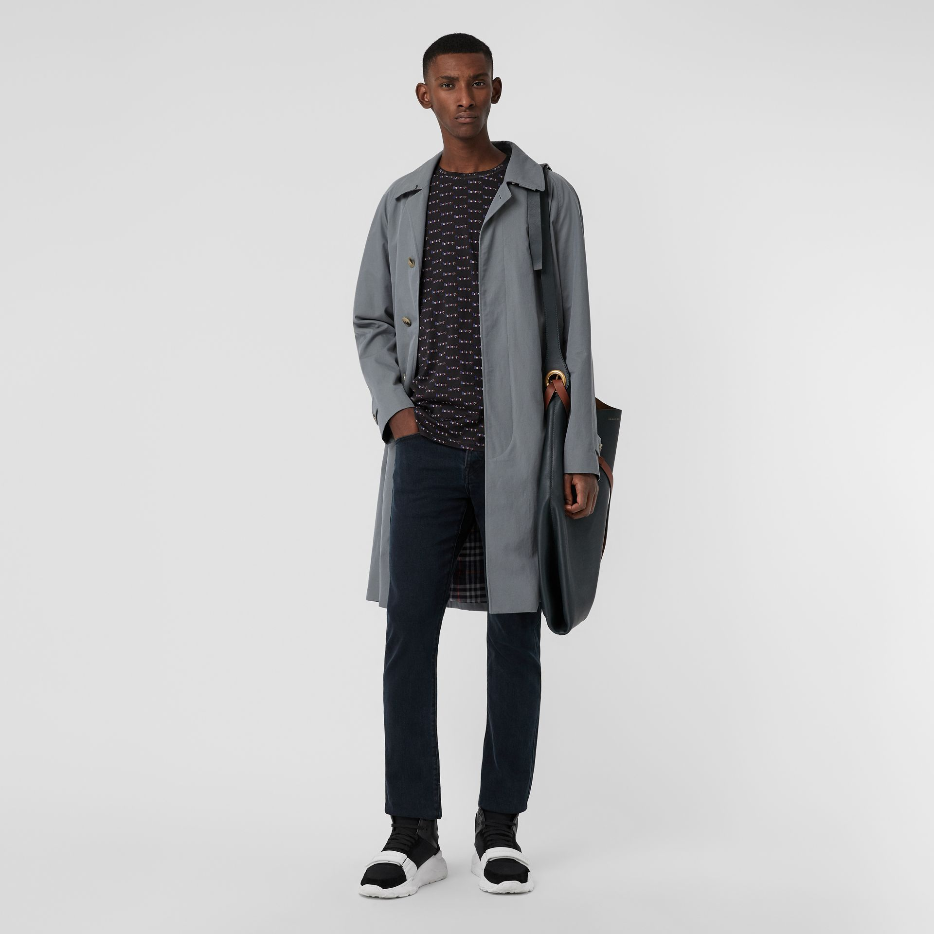 Jean de coupe droite en denim extensible (Indigo Sombre) - Homme | Burberry - photo de la galerie 0