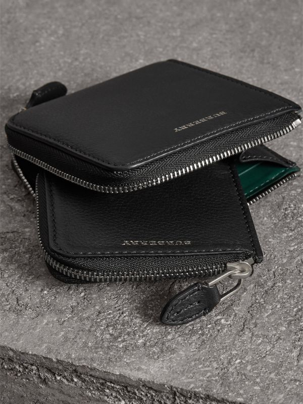 Grainy Leather Square Ziparound Wallet in Black - Women | Burberry Australia - cell image 3