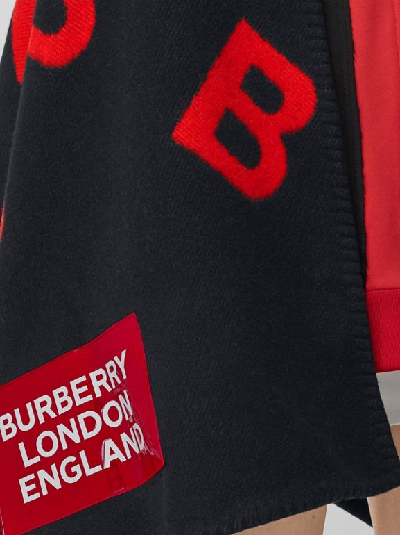 Reversible B Motif Wool Cashmere Blanket Cape in Black/bright Red | Burberry - cell image 1