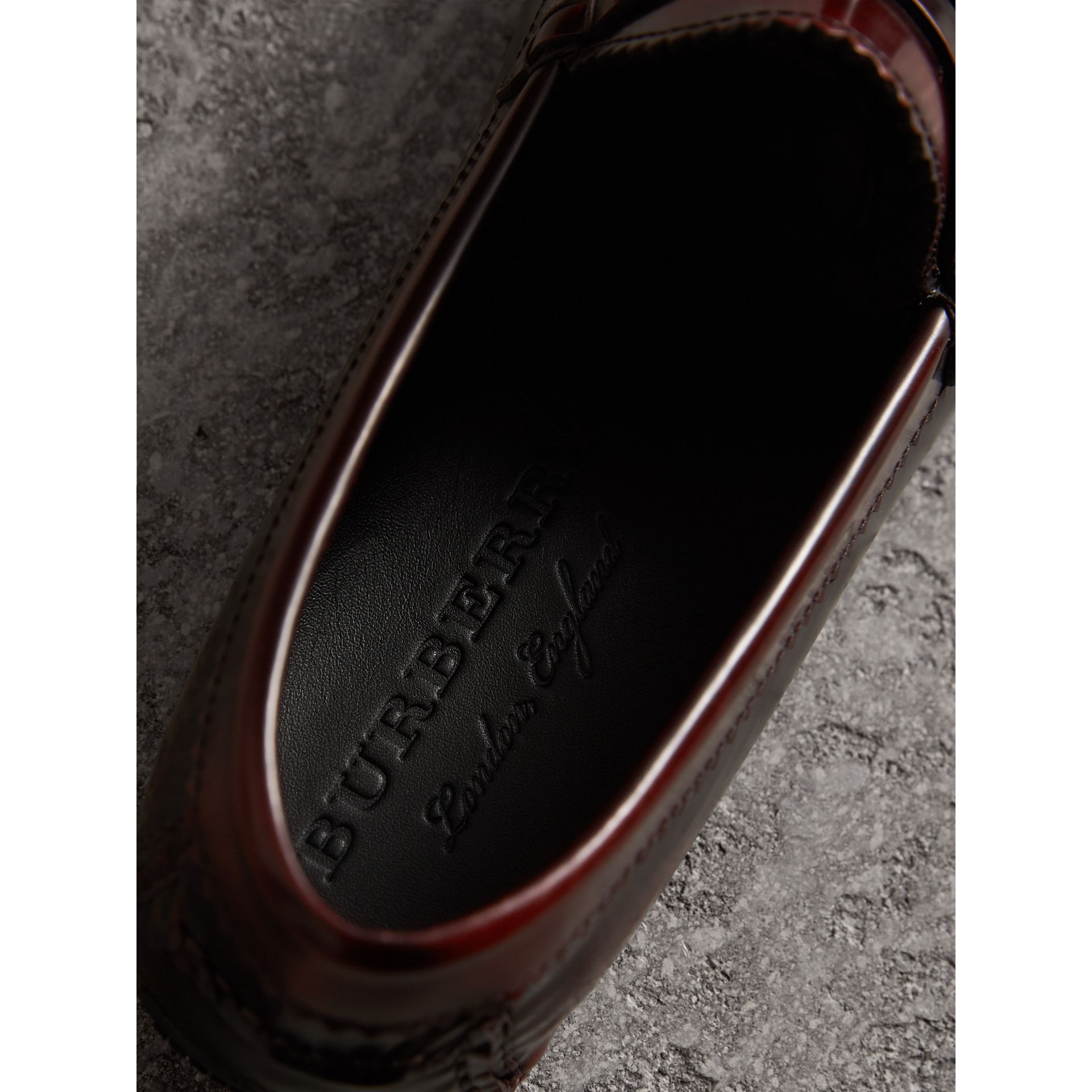 Mocassins à pampilles en cuir poli (Bordeaux) - Homme | Burberry - photo de la galerie 1