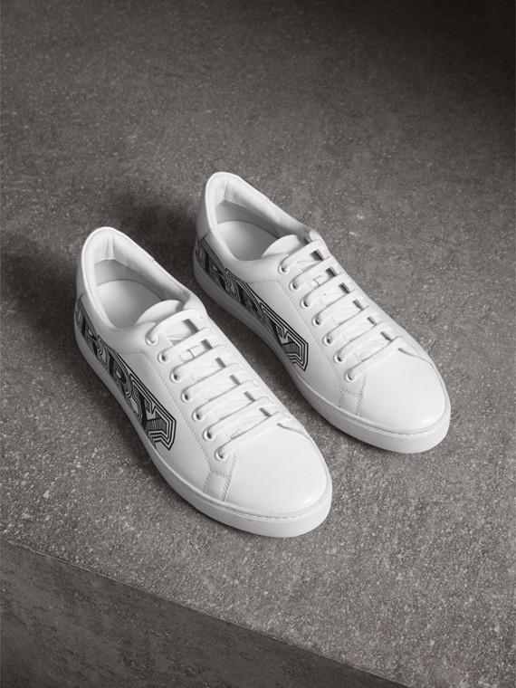 塗鴉印花皮革運動鞋 (光白色)