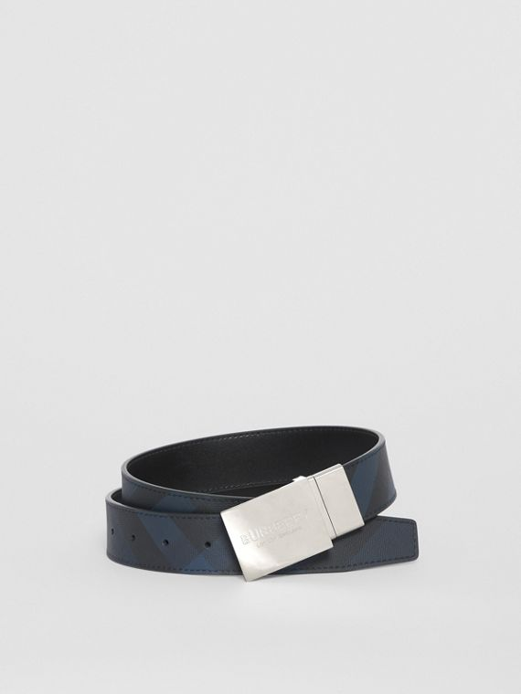 Reversible Plaque Buckle London Check Belt in Navy/black