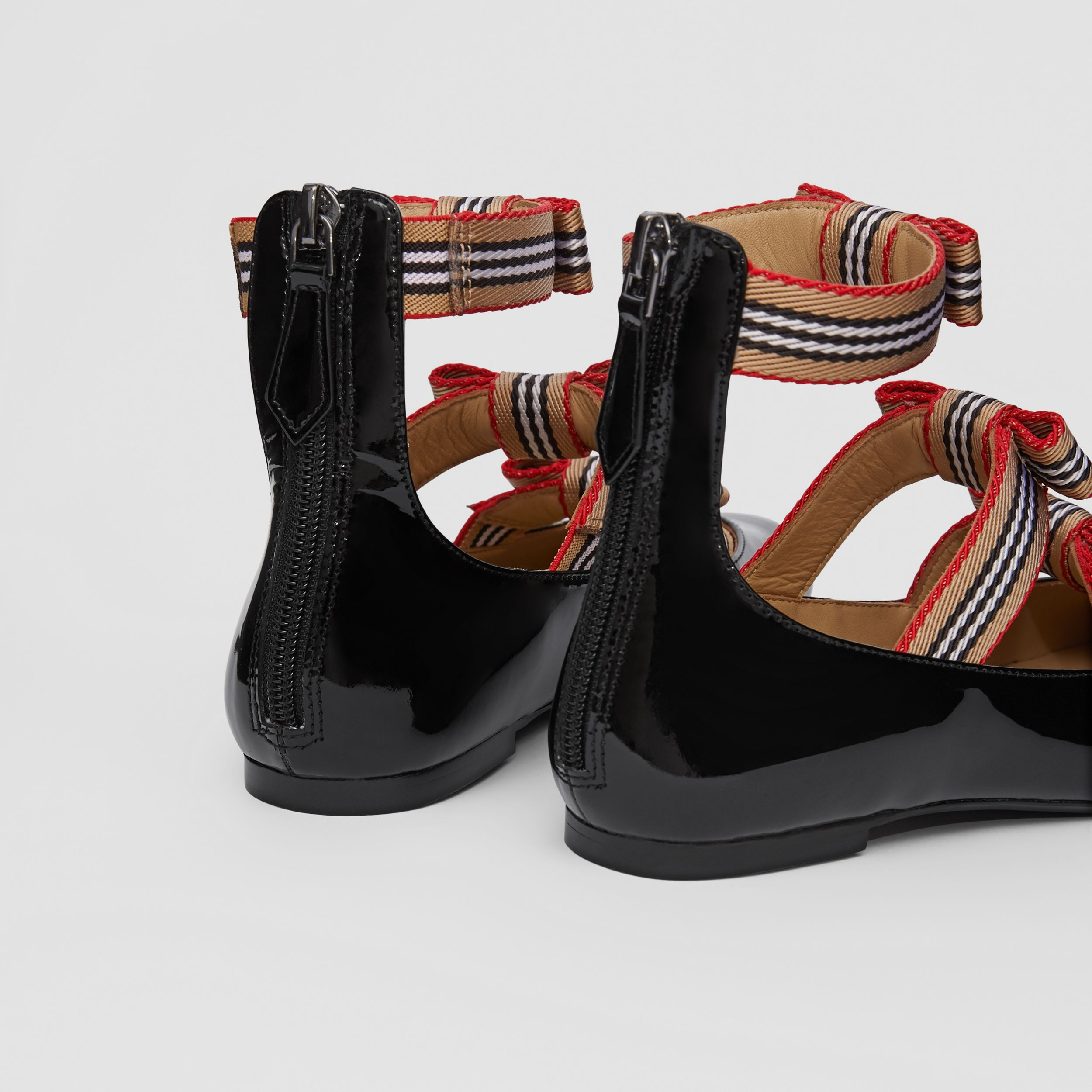 Icon Stripe Bow Patent Leather Shoes in Black - Children | Burberry - 2