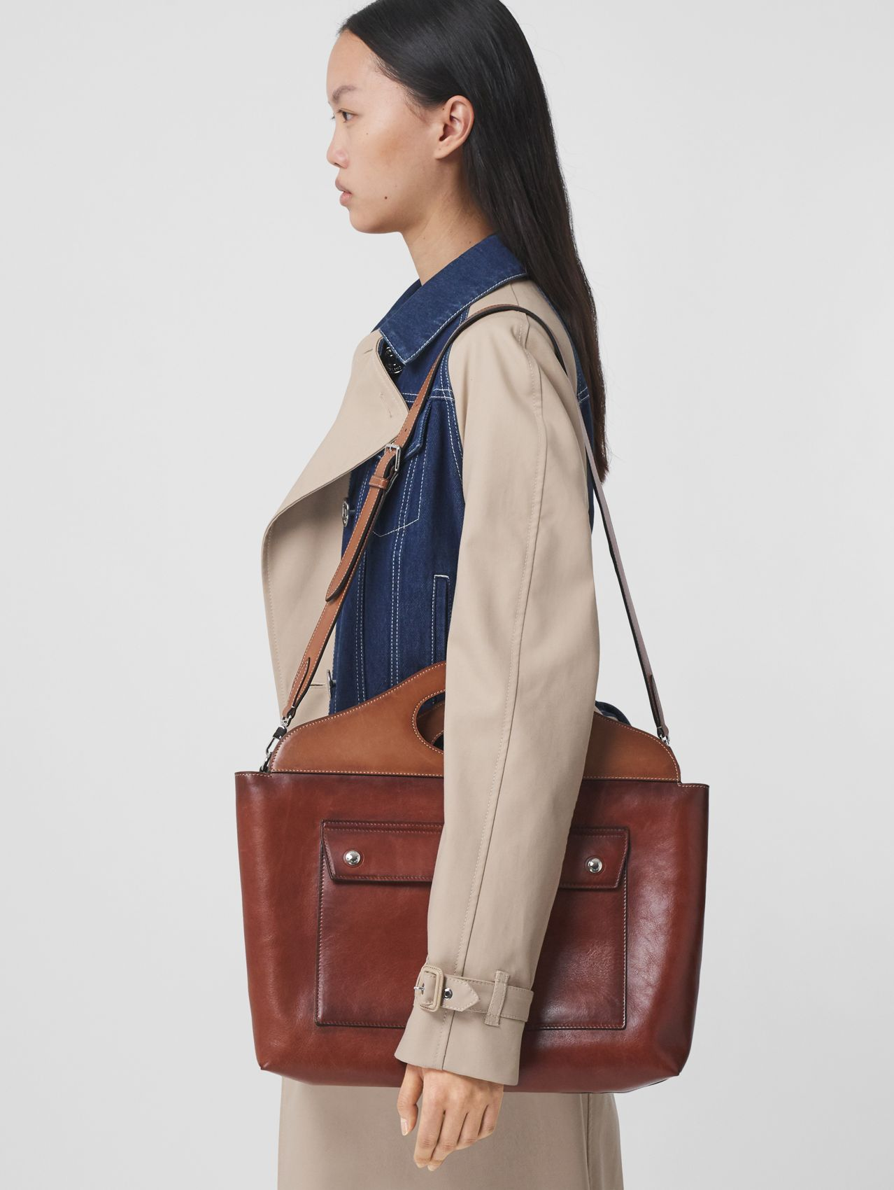 Medium Leather Soft Pocket Tote in Dark Russet Brown