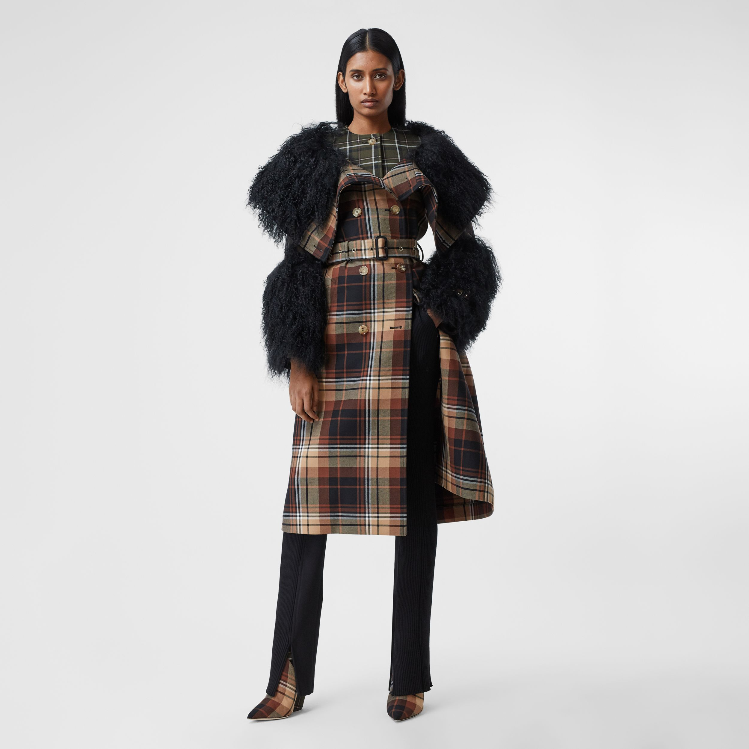 Trench coat in lana con motivi tartan a contrasto e finiture in shearling (Nero/arancione) - Donna | Burberry - 1