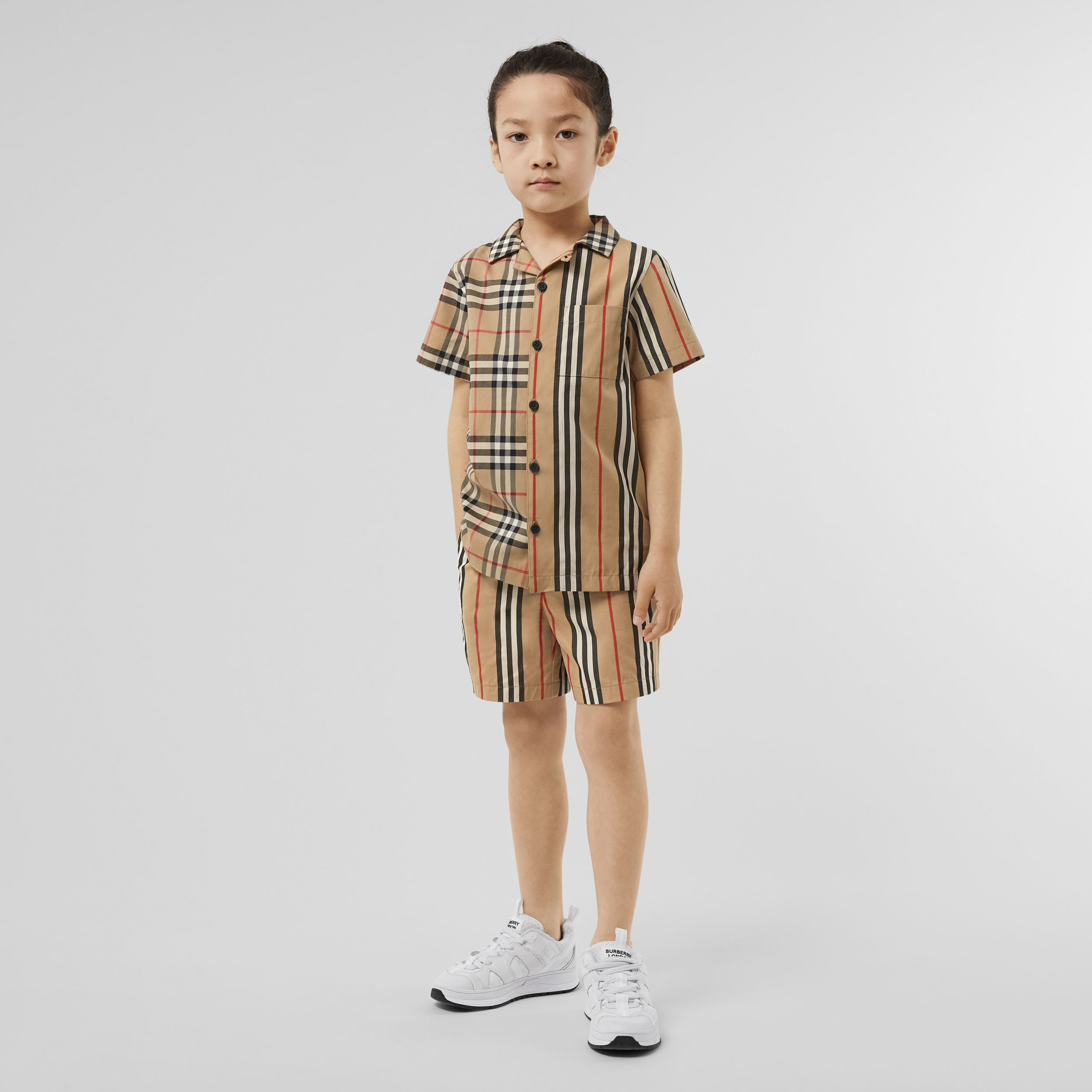 Short-sleeve Vintage Check and Icon Stripe Shirt in Archive Beige - Children | Burberry - 3
