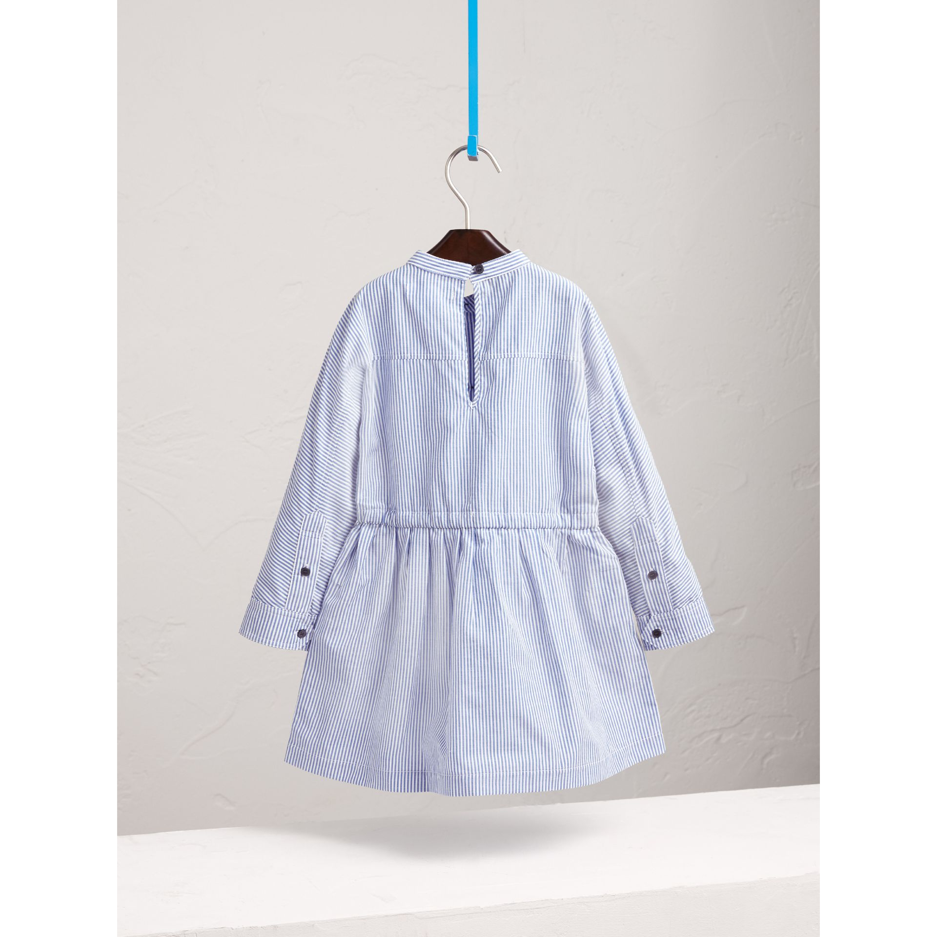 London Icons Appliqué Cotton Linen Shirt Dress in Pale Blue/white - Girl | Burberry - gallery image 4