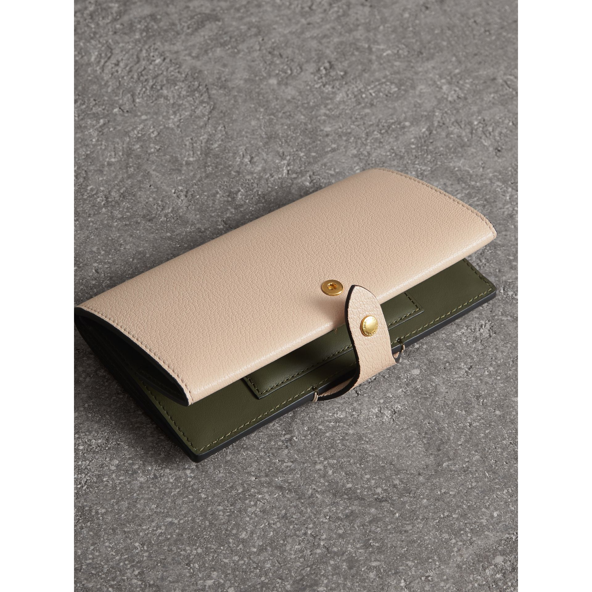 Equestrian Shield Two-tone Leather Continental Wallet in Stone - Women | Burberry United Kingdom - gallery image 3