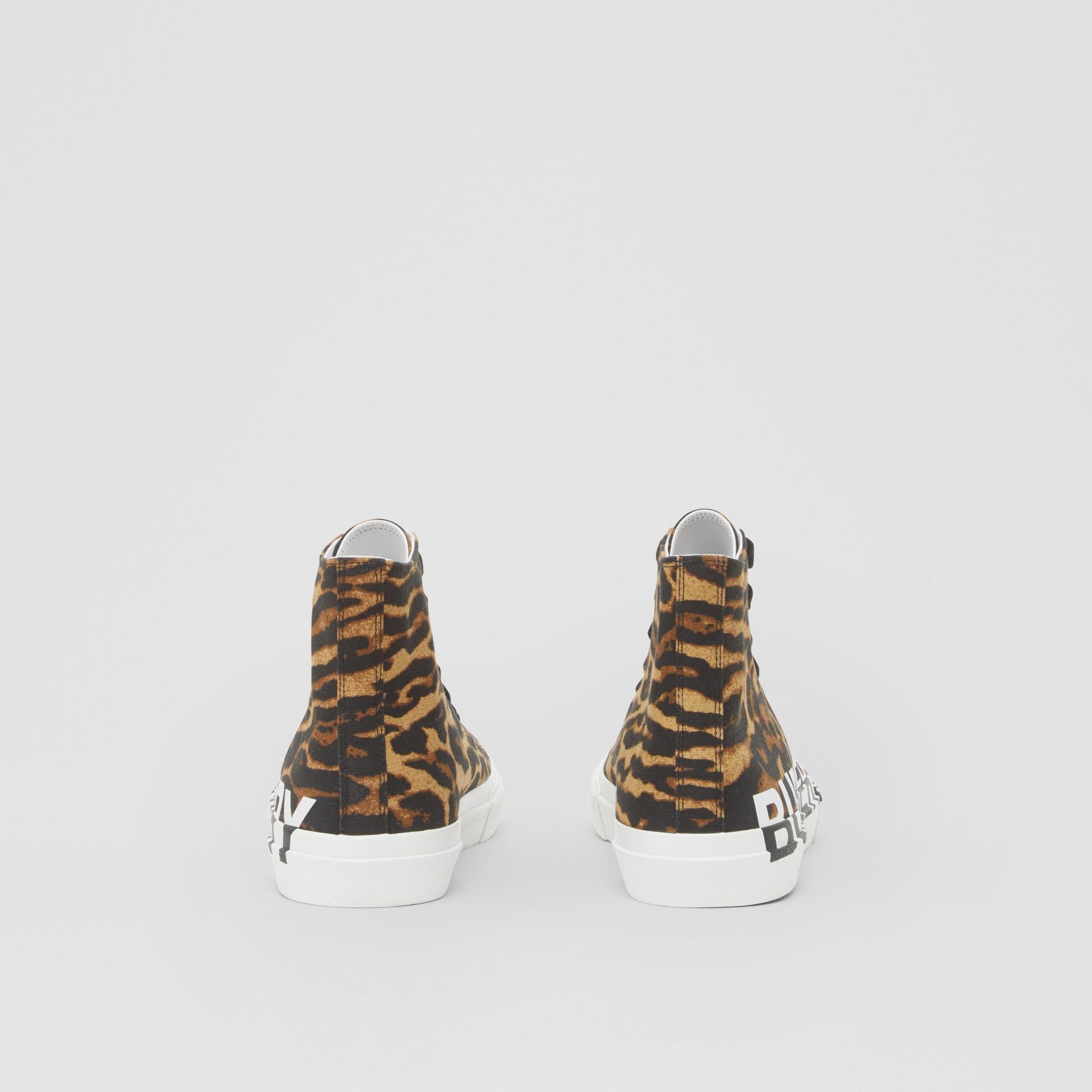 ロゴ&レオパードプリント ハイカットスニーカー (ブラウン) - メンズ | バーバリー - ギャラリーイメージ 4