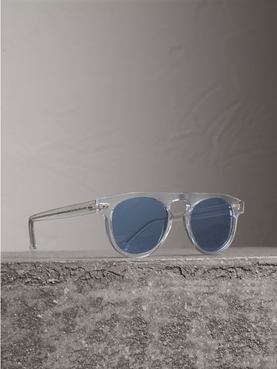 The Keyhole Round Frame Sunglasses in Crystal/blue