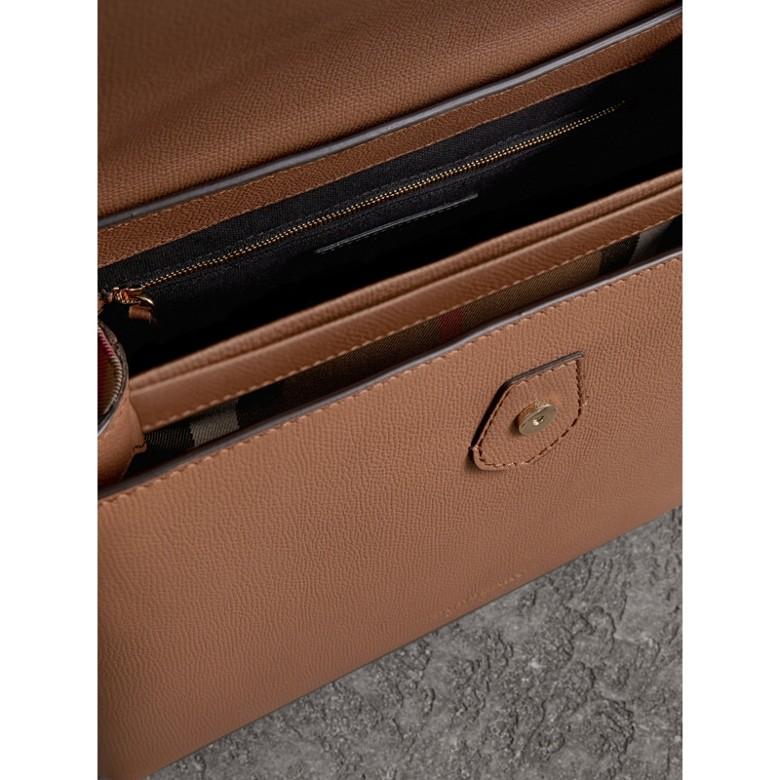 Burberry - Petit sac tote en cuir grainé et coton House check - 4
