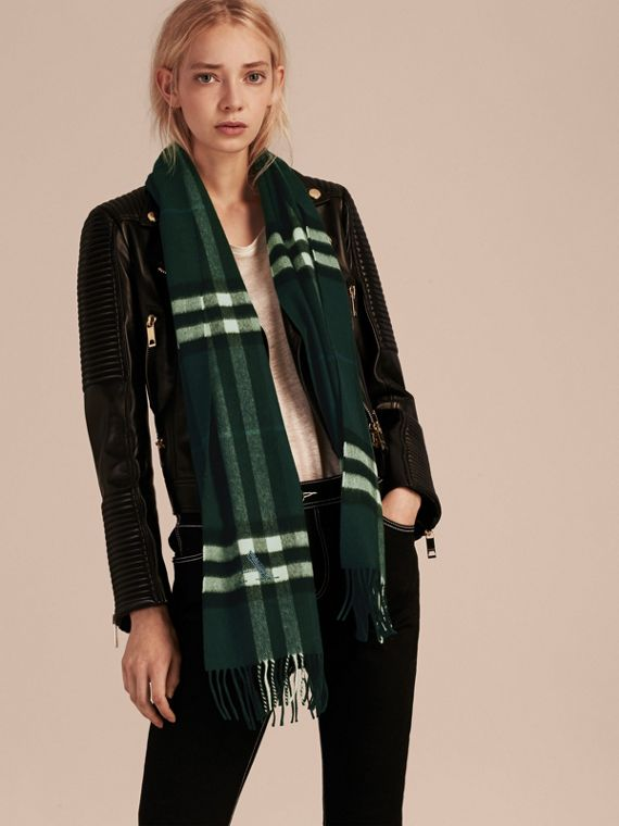 The Classic Cashmere Scarf in Check in Dark Forest Green - cell image 2