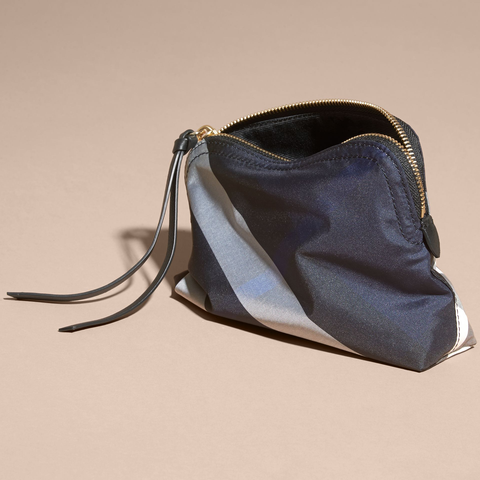 Indigo blue Medium Zip-top Check Technical Pouch Indigo Blue - gallery image 4