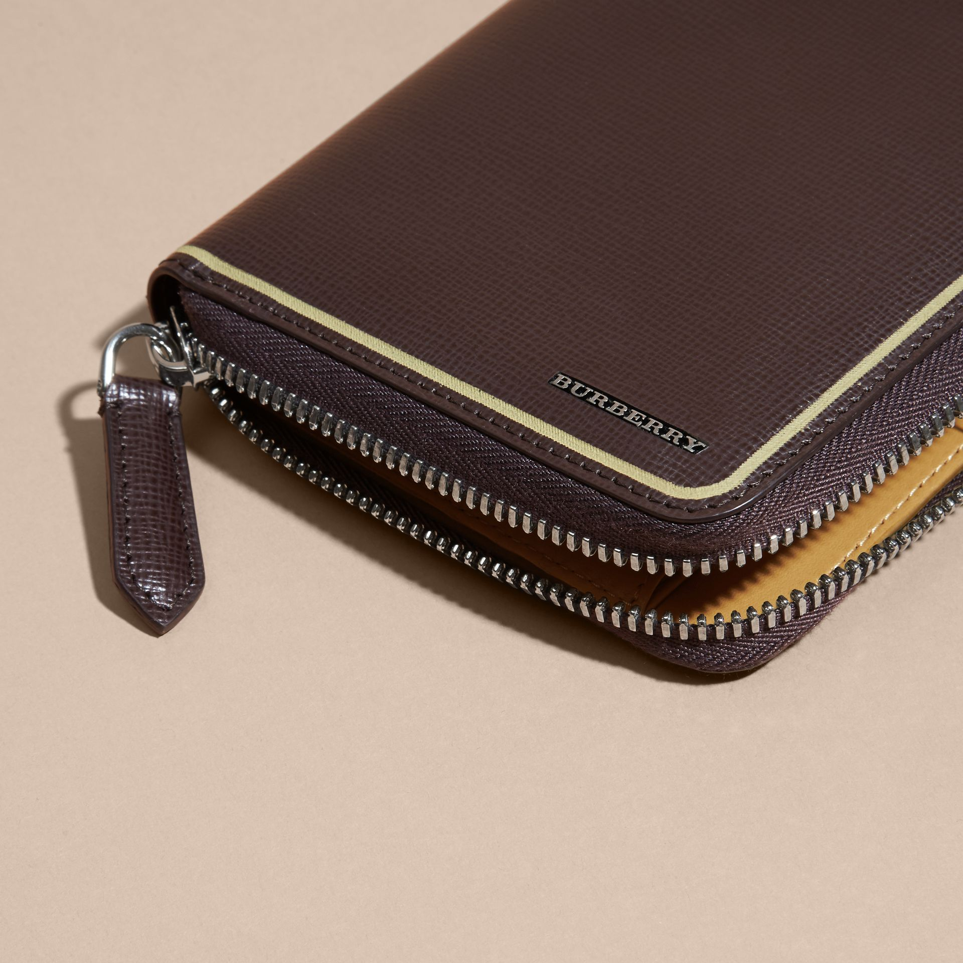 Border Detail London Leather Ziparound Wallet Peppercorn - gallery image 4