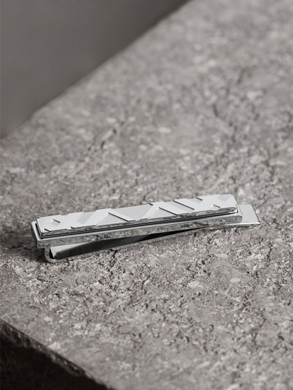 Check-engraved Tie Bar in Silver