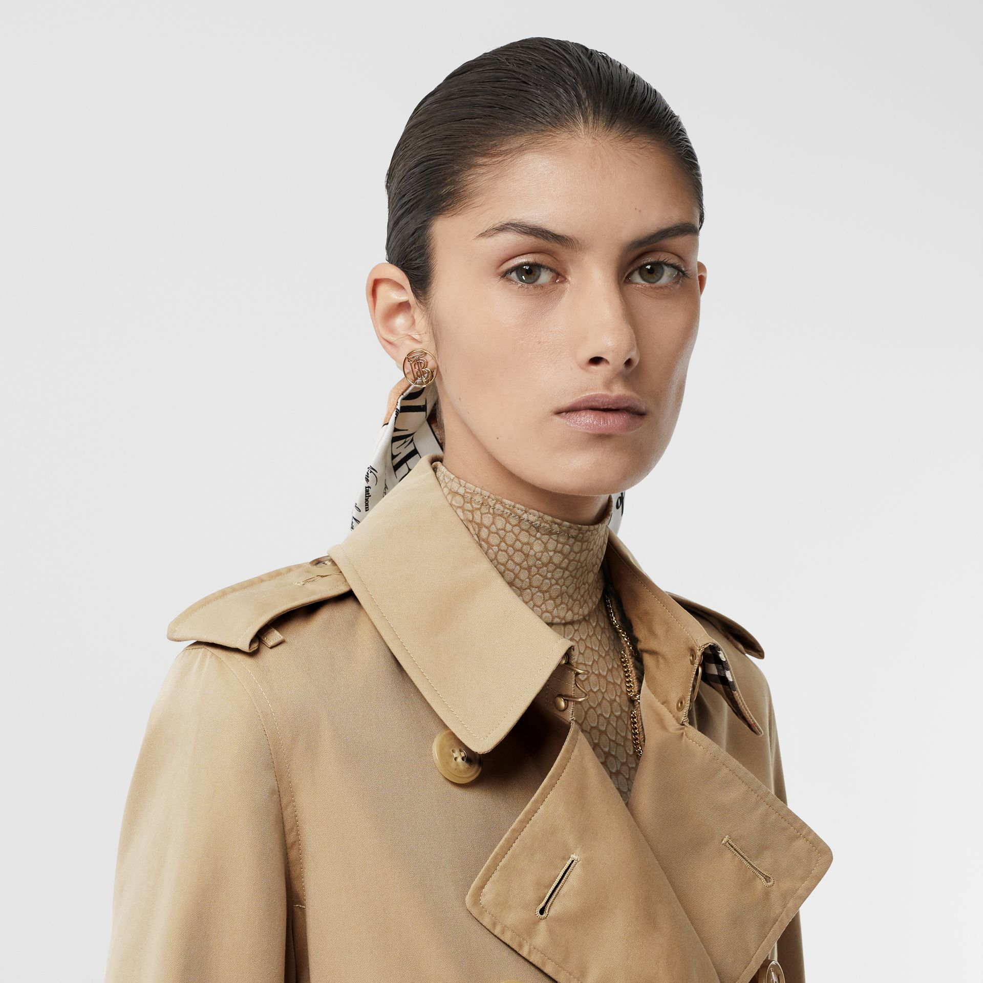 The Mid-length Kensington Heritage Trench Coat in Honey - Women | Burberry United Kingdom - gallery image 11