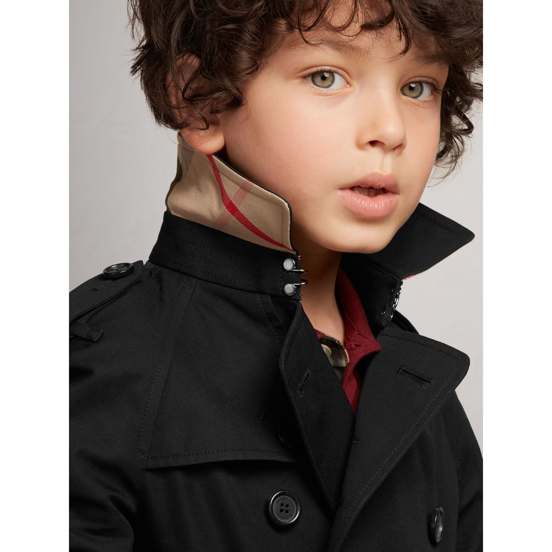 The Wiltshire – Heritage Trench Coat in Black - Boy | Burberry - gallery image 2
