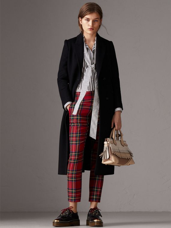 The Banner piccola in pelle con dettaglio brogue (Chino) - Donna | Burberry - cell image 2