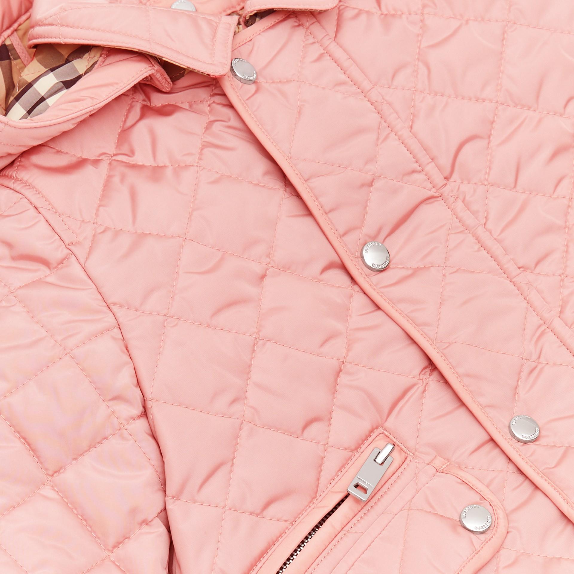 デタッチャブルフード ダイアモンドキルティング ジャケット (ダスティピンク) - チルドレンズ | バーバリー - ギャラリーイメージ 1