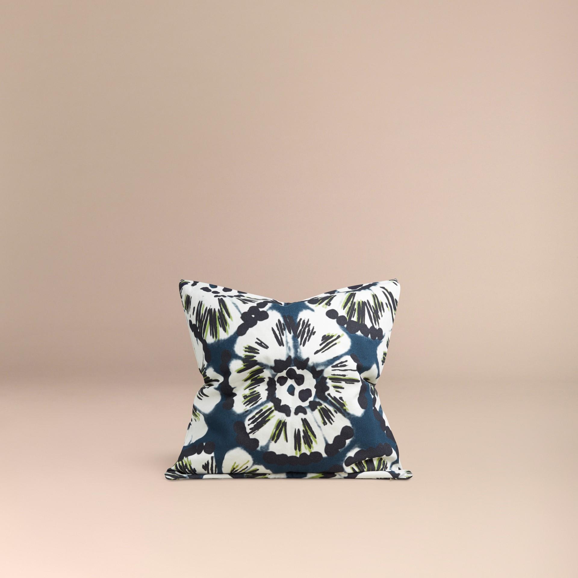 Bleu azur intense Housse de coussin en coton à motif floral façon tie and dye Bleu Azur Intense - photo de la galerie 3