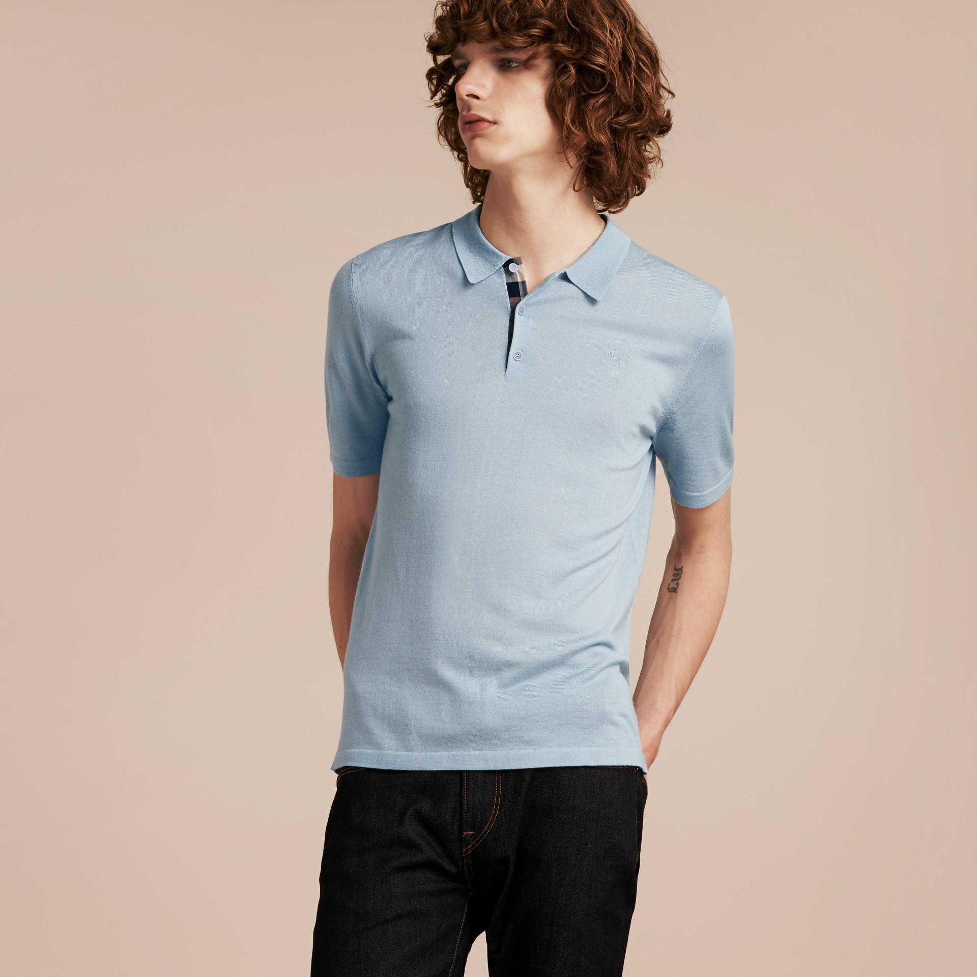 Bleu ciel pâle Polo en laine et soie mélangées avec patte à motif check Bleu Ciel Pâle - photo de la galerie 6