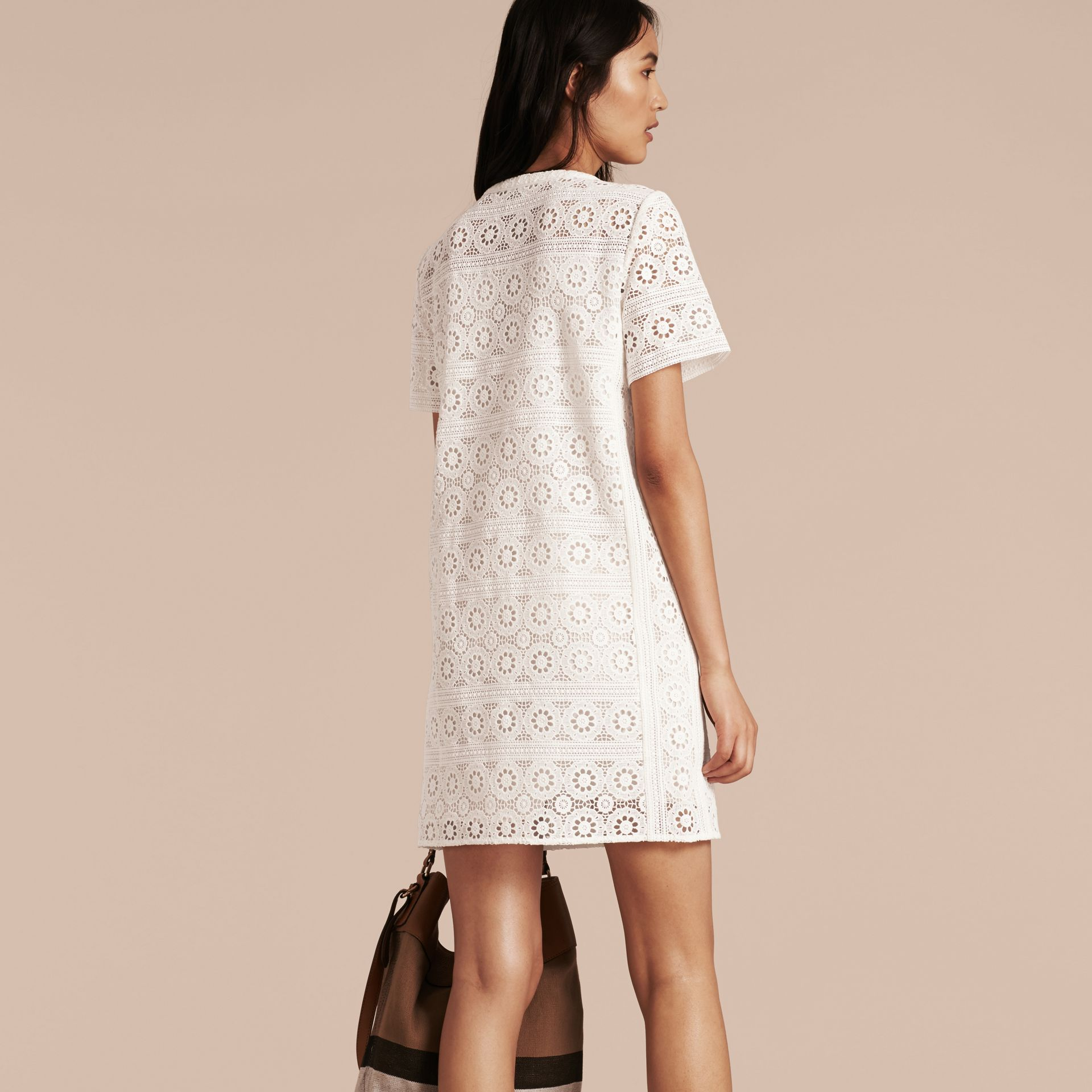 Branco natural Vestido camisa de renda de algodão - galeria de imagens 3