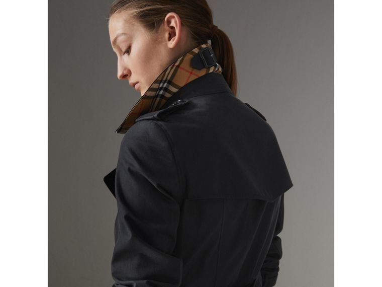 The Chelsea Heritage Trench Coat in Midnight - Women | Burberry Australia - cell image 4