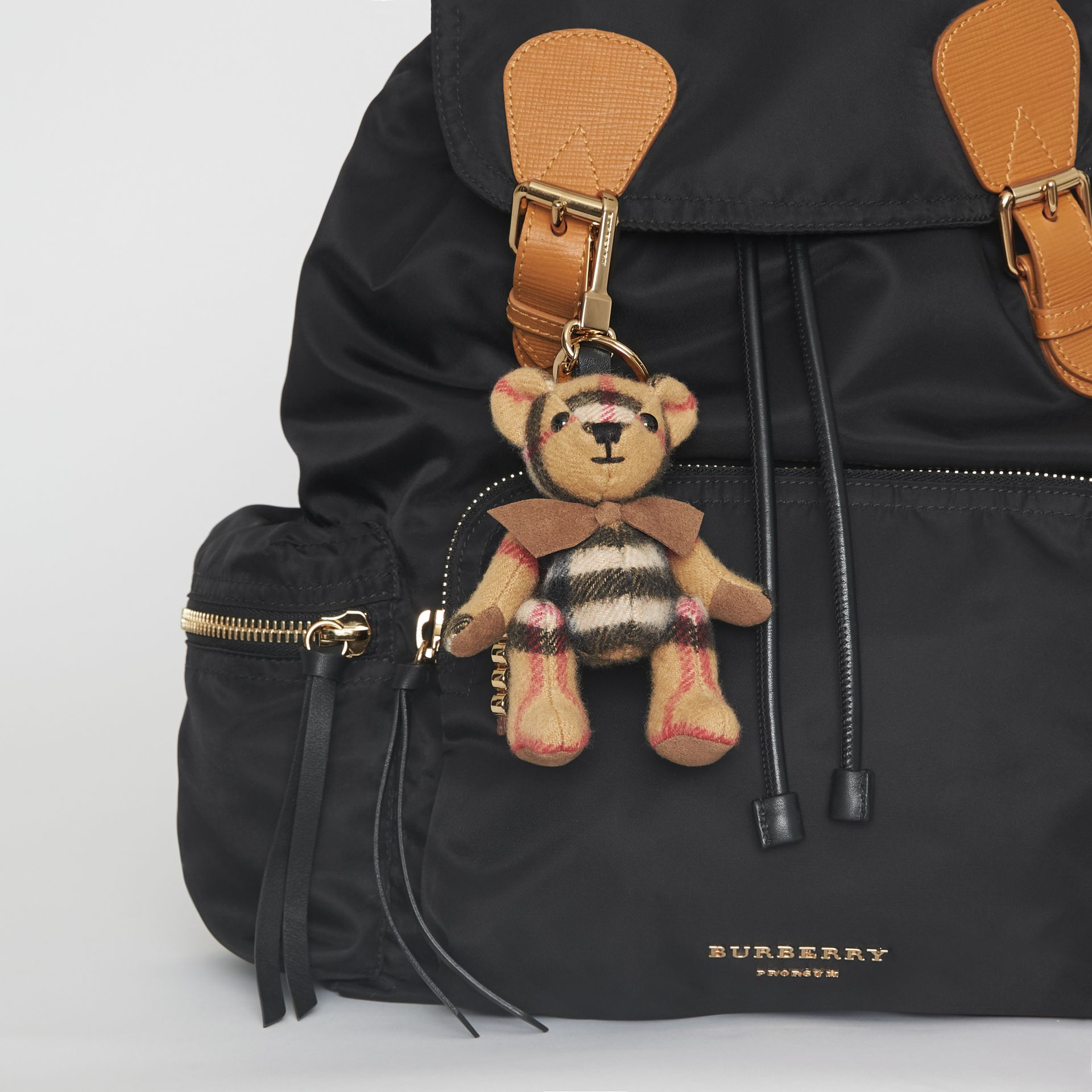 Bijou porte-clés Thomas Bear en cachemire à motif Vintage check (Jaune Antique) | Burberry - photo de la galerie 2