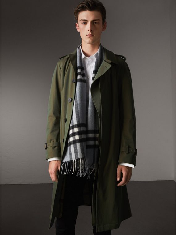 The Classic Cashmere Scarf in Check in Dusty Blue | Burberry United States - cell image 3