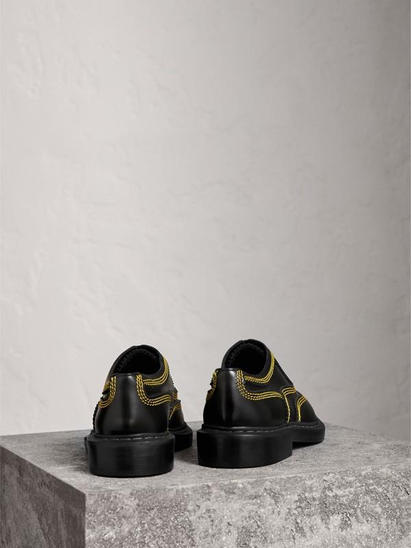 Zapatos tipo Derby en piel con pespuntes (Negro) - Hombre | Burberry - cell image 3
