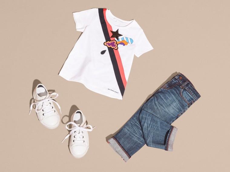 Bianco T-shirt in cotone con grafica ispirata al clima e paillettes applicate - cell image 4