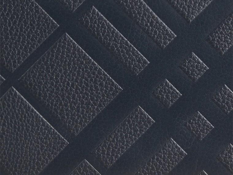 Azul estanho escuro Carteira de couro com zíper em toda a volta e padrão xadrez em relevo Azul Estanho Escuro - cell image 1