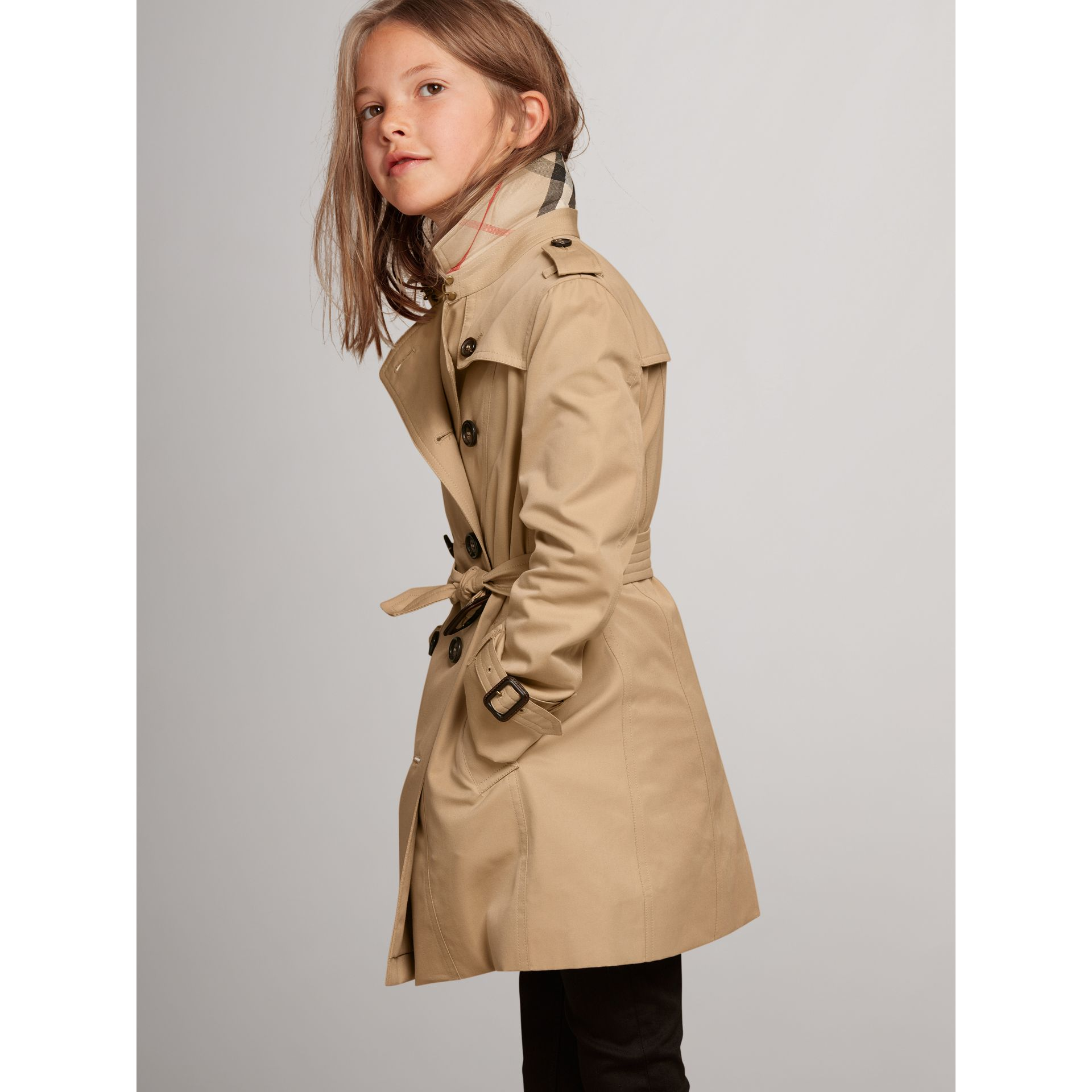 The Sandringham - Trench coat Heritage (Miele) - Bambina | Burberry - immagine della galleria 3
