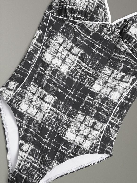 Neckholder-Badeanzug mit Karomuster im Kritzeldesign (Steinfarben) - Damen | Burberry - cell image 1